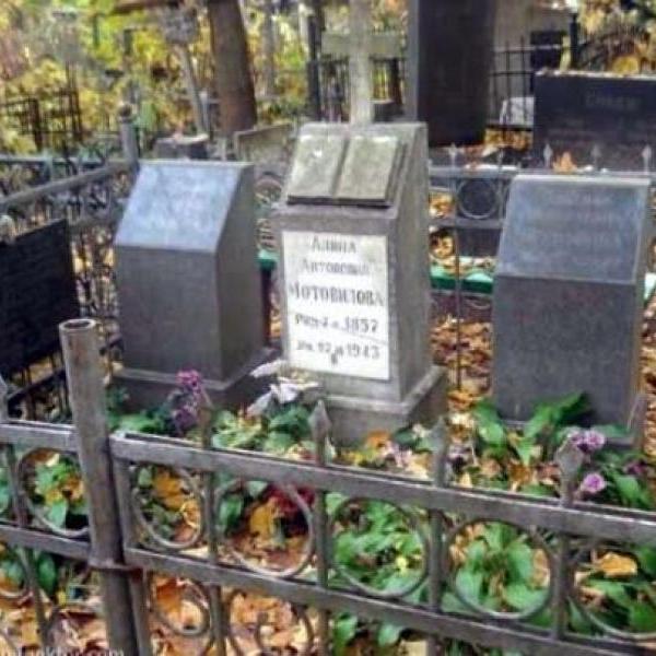 Зарывают в чужие могилы за большие деньги: как в Киеве хоронят на закрытых кладбищах