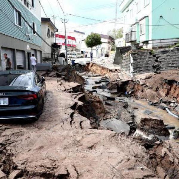 Катаклизмы в Японии: после тайфуна Джеби на страну обрушилось землетрясение