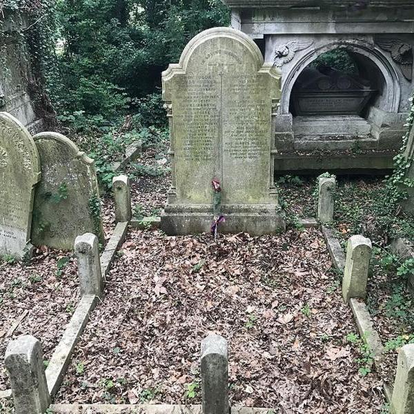 Британцы по просьбе «Комсомолки» отыскали могилу основателя Донецка Джона Юза
