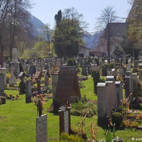 Места на кладбище в Баварии разыграли в лотерею
