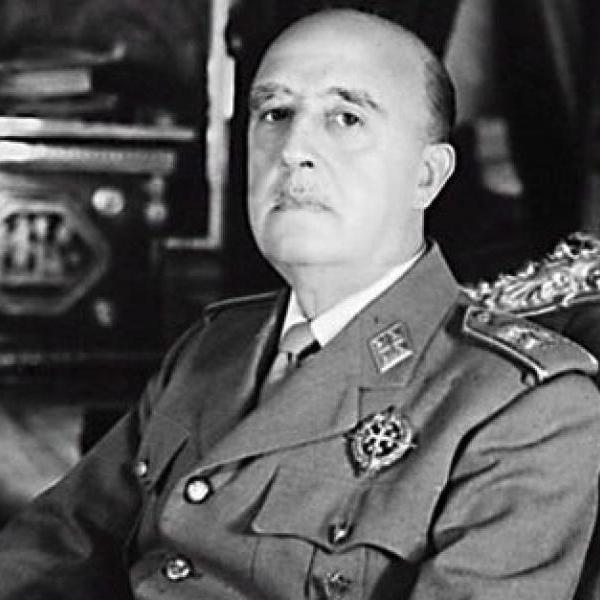 Останки испанского диктатора Франко извлекут из мавзолея и перезахоронят