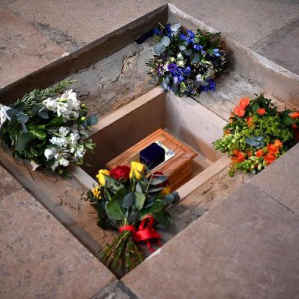 Церемония захоронения праха Стивена Хокинга в Лондоне