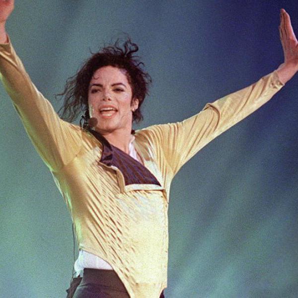 Шоу должно продолжаться: Майкл Джексон и после смерти верен себе