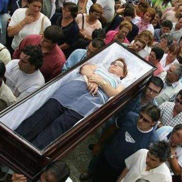 Испанский фестиваль Fiesta de Santa Marta Ribarteme - необычное шествие «оживших мертвецов»