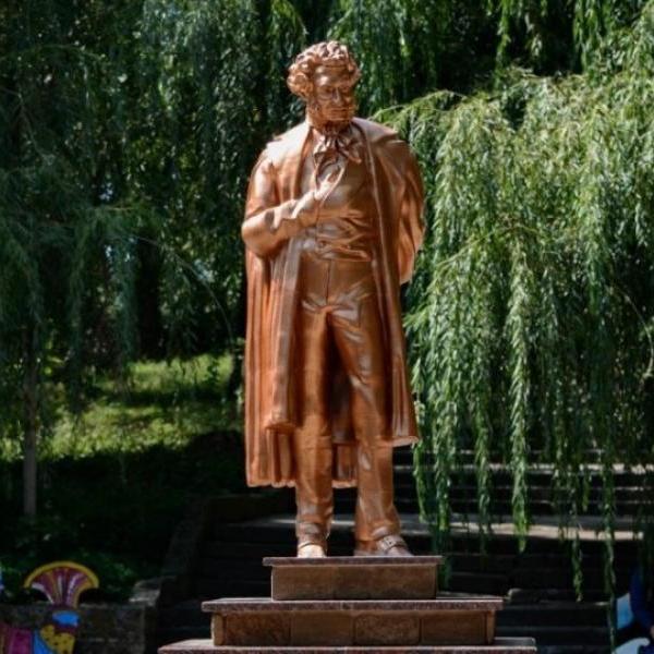 В Донецке открыли памятник Пушкину, созданный на 3D-принтере