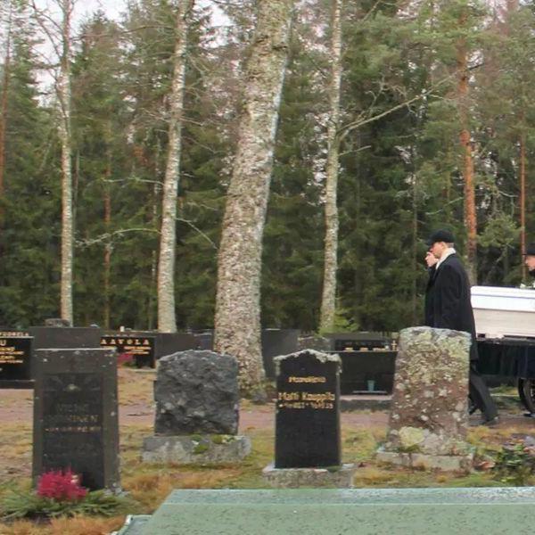 Умирать дорого: самые скромные похороны в Финляндии обходятся в полмиллиона рублей. За что такие деньги ?