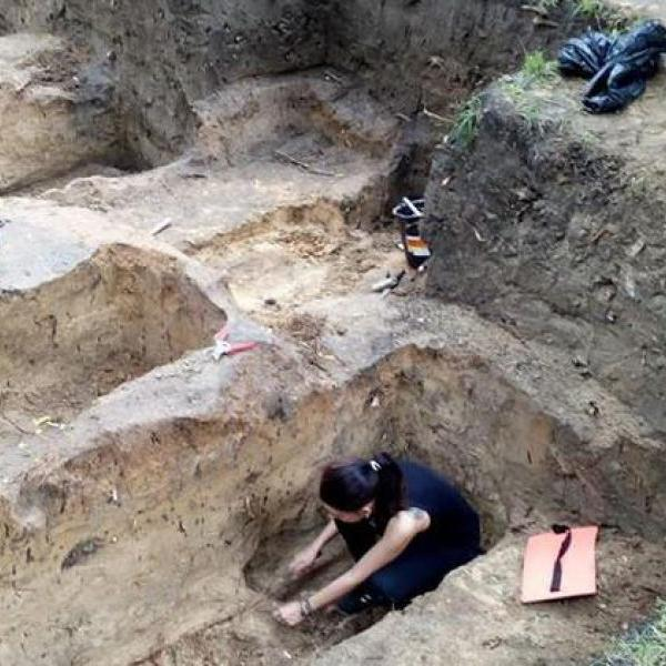 Археологи нашли в Чернигове древнее семиярусное кладбище