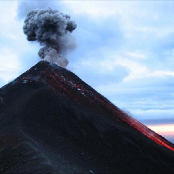 Число жертв извержения вулкана Фуэго в Гватемале возросло до 100 человек